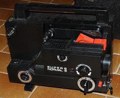 Foto 2 S8 und Normal 8 Filmprojektor und Filmkamera