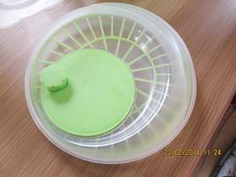 Foto 3 Salatschleuder mit Korb Schüssel und Deckel mit händischer Schleuderfunktion NEU