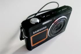 Foto 6 Samsung DV300F Dual View 2 LCD Monitore WLAN 16.0 MP