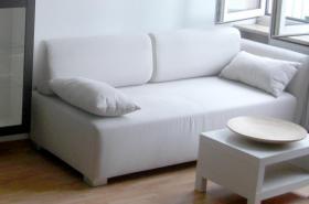Sandfarbene 2 Sitzer Couch, neuwertig