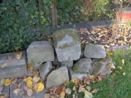 Sandstein, ca. 5 to. Natursandstein, handbehauen