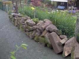 Foto 3 Sandstein, ca. 5 to. Natursandstein, handbehauen