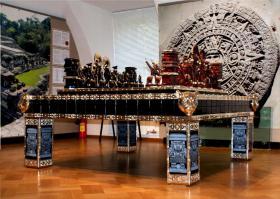 Schachtisch aus Obsidian verziert mit Gold und Diamanten