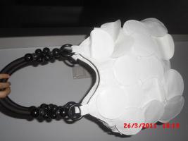 Schicke Handtasche fransig weiss mit holz perlen henkeln