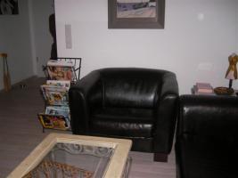 Foto 5 Schicke moderne Ledergarnitur - 1 Sessel und 1 Zweisitzer
