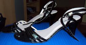 Foto 2 Schicke schwarze Sandaletten mit Absatz von Esprit