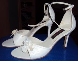 Foto 2 Schicke weiße Sandaletten mit Absatz