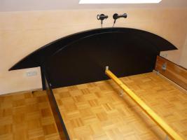 Foto 8 Schickes, schwarzes Doppelbett mit Nachtkästen – Holz - Maserung, Liegefläche 200 x 200 cm