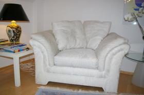 Foto 2 Schlafsofa und Sessel, weiß aus Stoff - in sehr gutem Zustand