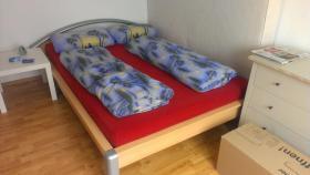 Schlafzimmer (Bett und Kleiderschrank)