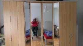 Foto 2 Schlafzimmer (Bett und Kleiderschrank)