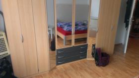 Foto 4 Schlafzimmer (Bett und Kleiderschrank)