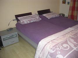 Schlafzimmer (Doppelbett, Kleiderschrank, 2 Sideboards)