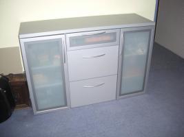 Foto 4 Schlafzimmer (Doppelbett, Kleiderschrank, 2 Sideboards)