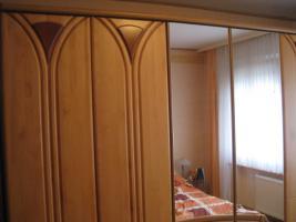 Foto 4 Schlafzimmer Fernsehschrank 2 Kieferschränke