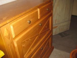 Foto 5 Schlafzimmer Fernsehschrank 2 Kieferschränke