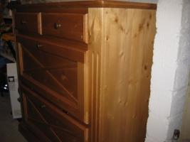 Foto 8 Schlafzimmer Fernsehschrank 2 Kieferschränke