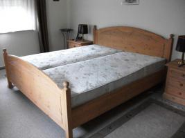 Foto 2 Schlafzimmer Kiefer (teilmassiv)