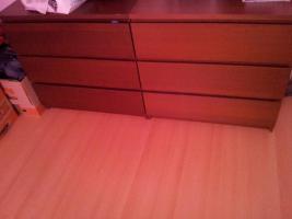 Foto 2 Schlafzimmer: Kleiderschrank, Bettgestell und 2 Kommoden, dunkelbraun, Milchglas, Absetzungen silber