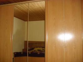 Schlafzimmer Komplett mit Schubladenschrank und Sidebord