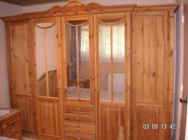 Schlafzimmer im Landhaus-Stil Pinie gelaugt