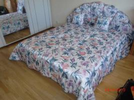 Schlafzimmer-Schrank und franz. Bett