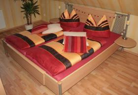 Schlafzimmer bestehend aus Doppelbett und Schrank günstig abzugeben