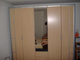Foto 2 Schlafzimmerschrank 5-türig mit Spiegel