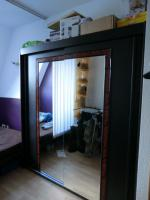 Schlafzimmerschrank mit Glasfront