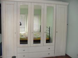 Foto 2 Schlafzimmerschrank Massivholz wie NEU!