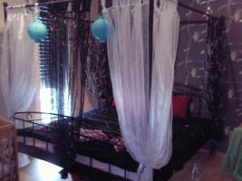 Foto 2 Schlafzimmerschrank, Himmelbett, Küche mit E-Geräte, Anbauwand, BigSofa, Couchtisch