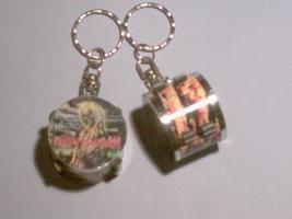 Schlüsselanhänger Drum – Iron Maiden (gelb)