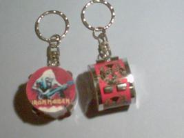 Schlüsselanhänger Drum – Iron Maiden (rot)