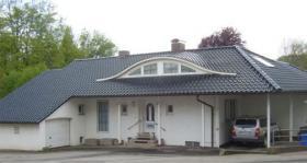 Schmuckes villenartiges Einfamilienhaus