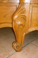 Foto 2 Schmuckvoller Schrank aus Eichenholz