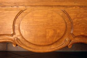 Foto 4 Schmuckvoller Schrank aus Eichenholz
