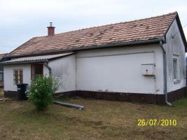 Foto 2 Schnäppchenhaus in Ungarn mit 5000 qm Garten mit Zentralheizung komplett möbliert