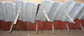 schneefanggitter st tzen auf metallplatte frankfurter pfanne doppelmuldenfalzziegel. Black Bedroom Furniture Sets. Home Design Ideas