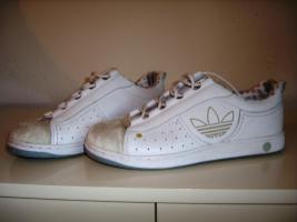Foto 2 Schöne Adidas-Turnschuhe in weiß, nur 1x getragen! Gr. 39