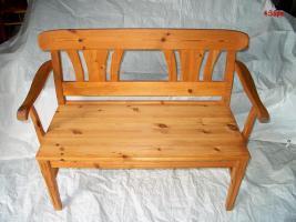 Schöne Fichte- Echtholz-Garnitur für Wohnküchen