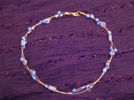 Schöne Halskette mit blauen Glasperlen