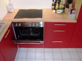 Foto 2 Sch�ne K�chenzeile Buche hell mit roten Fronten
