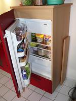Foto 5 Schöne Küchenzeile Buche hell mit roten Fronten