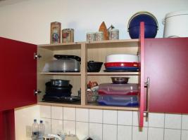 Foto 6 Schöne Küchenzeile Buche hell mit roten Fronten