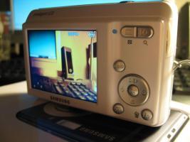 Foto 3 Schöne Samsung Digital Camera 10,2 megapixel in Weiß.