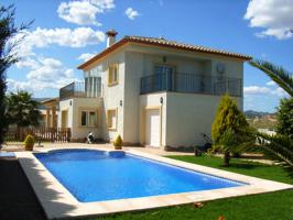 Schöne kürzlich gebaute Villa in Calpe an der Costa Blanca