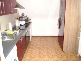 Schöne, moderne Küchenzeile Hochglanz, Apothekerschrank, ink. Geschirrspülmaschine & Kühlschrank etc.