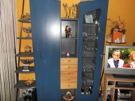 Schöner blauer  Desiner Wohnzimmerschrank