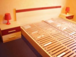Schönes Doppelbett mit 2 Nachttische