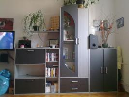 Foto 2 Schränke, Bettgestell, Vitrine, Regale, Wohnwand, Sofa, Tische, Küchenschränke